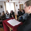 Студенти слухають науки о. Ігоря Пецюха