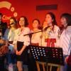 Студенти МПЕН представляють українську делегацію народною піснею