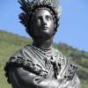 Фігура Пресвятої Діви Марії на згадку про об`явлення в Ла Салетт
